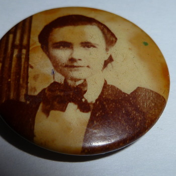 Old picture pin back button?
