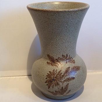 Stunning vintage vase - Art Pottery