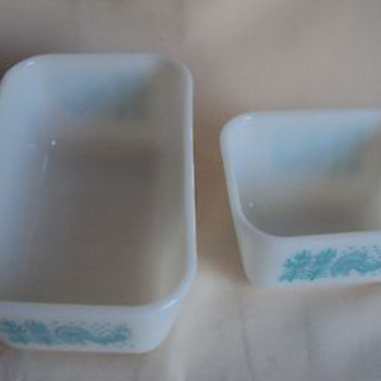 2 VINTAGE PYREX AMISH BUTTERPRINT TURQUOISE PRINT REFRIDGERATOR DISHES - Kitchen