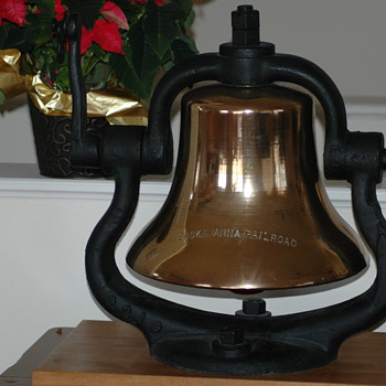 Lackawanna steam engine bell - Railroadiana