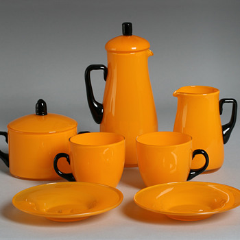 Putative Harrach tango tableware - Art Glass