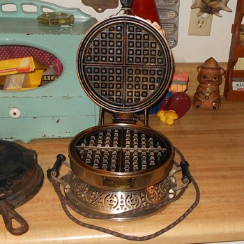 Club Electric Waffle Mould Model R.I. 1920s - Kitchen