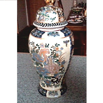 "Chinese copy (Zhi Zao mark) ""Satsuma "" Style Vase / Blue an Gold Raised Enamel / Circa 1970-2000 - Art Pottery"