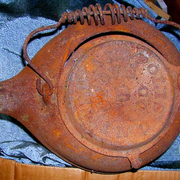 Antique Indianapolis Stove Co #8 Large Cast iron kettle Tea or Coffee Pot