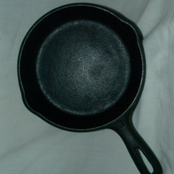 Antique Wagner Ware 5 1/2 Inch Cast Iron Skillet - Kitchen