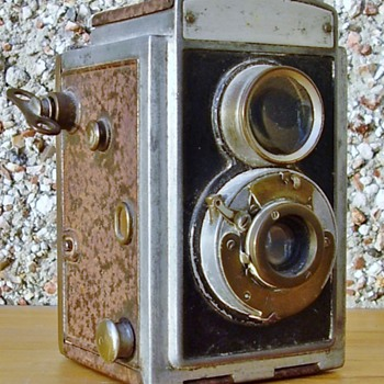 Twin lens camera