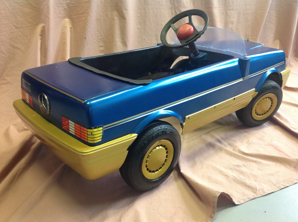 Mercedes sel 500 plastic body pedal car collectors weekly for Mercedes benz pedal car