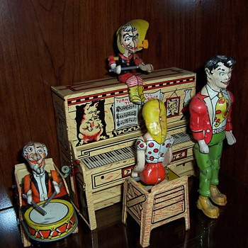 """Lil' Abner and the Dogpatch Band"" Tin Windup Toy-1945"