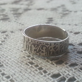 HERE IS INTERESTING RING. NEED YOUR HELP! :)