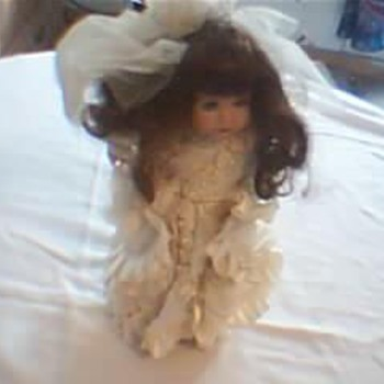 Collectible Doll Lace &amp; Silk Wedding Dress Pearls On It. - Dolls