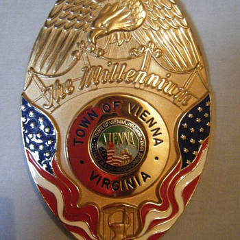TOWN OF VIENNA VA MILLENNIUM POLICE BADGE - Medals Pins and Badges