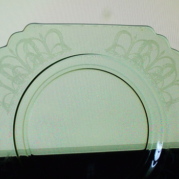 Vaseline/Uranium glass plates - Glassware