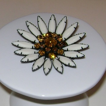 Juliana Flower Brooch - Costume Jewelry