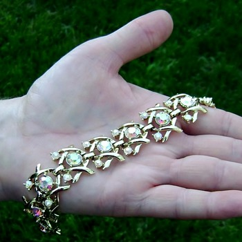 Vintage Coro Bracelet - Hugs & Kisses - Costume Jewelry