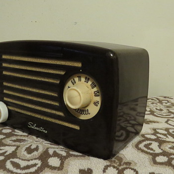 Silvertone Metal Midget 4 Tube Radio  Model 132.878