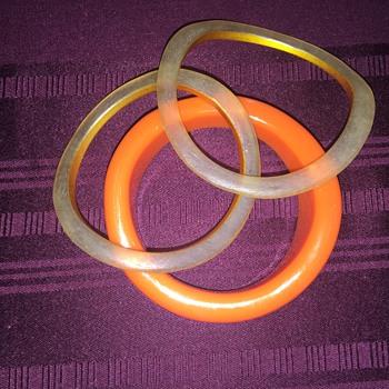 3 bangles - Costume Jewelry