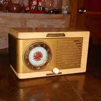 General Electric Clock Tube Radio Model 522 1950 - Radios