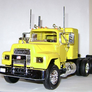 "Mack ""R"" Conventional - Model Cars"