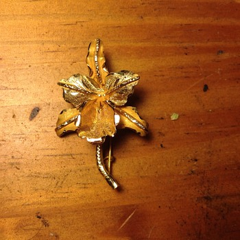 18k Victorian Flower Brooch