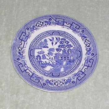 "Blue & White plate ""Old Willow"" - China and Dinnerware"