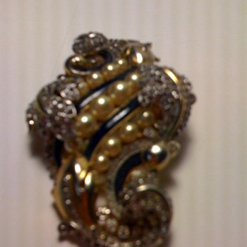Trifari Brooch marked 82 - Costume Jewelry