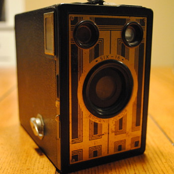 Kodak Six-16 Brownie Junior - Cameras