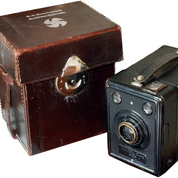 Kodak box 620 with KdF logo - Cameras