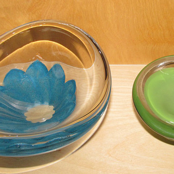 2 Lovely Lindstrand for Kosta Bowls Blue one 1956 and green 1958/9 - Art Glass