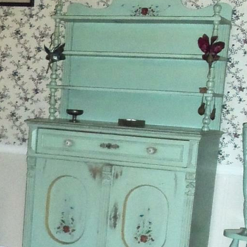 Antique hutch/cabinet/cupboard
