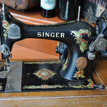 Singer Sewing Machine and Case - Sewing