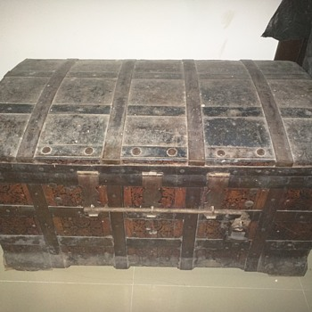 Russian trunk - Furniture