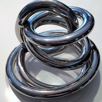HOLLYWOOD REGENCY CHROME RING SCULPTURE??????