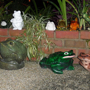 Ceramic Outdoor Frogs (and a turtle)