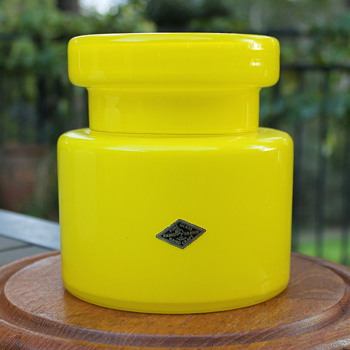 Great biscuit barrel from Radio Glass Japan - Art Glass