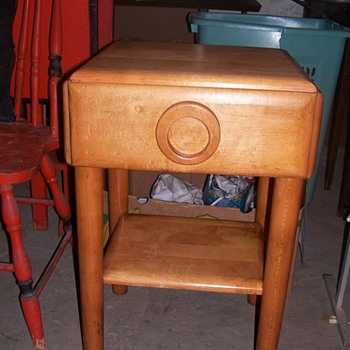 Russel Wright end table