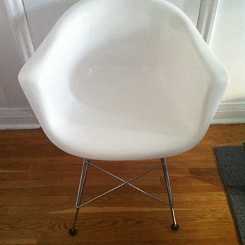 White chair from Budun design company. - Furniture