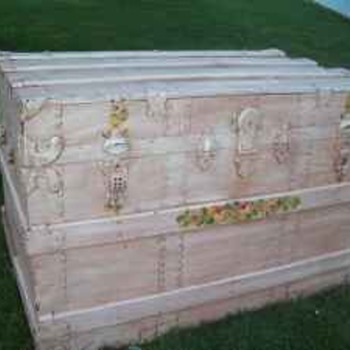 Steamer trunk made in Peoria,Illinois - Furniture