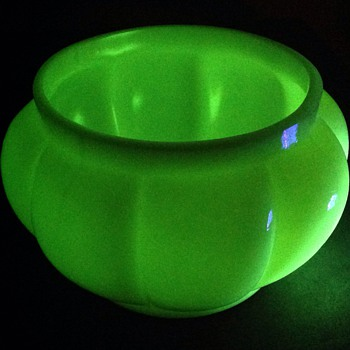 Large Uranium Custard glass flower bowl.