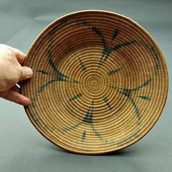 2 unidentified baskets....help please - Native American
