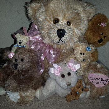 My new family of antique teddys