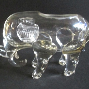 LOETZ SMALL CRYSTAL ELEPHANT, OVAL MARK
