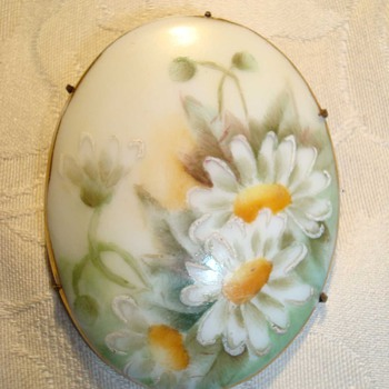 This brooch reminds me of summertime!