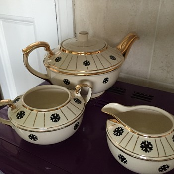 Ellgrave teapot, milk jug and sugar bowl