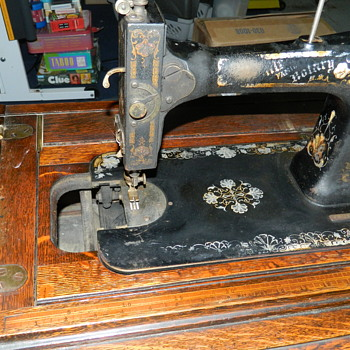 WHITE TREADLE IN A CABINET - Sewing