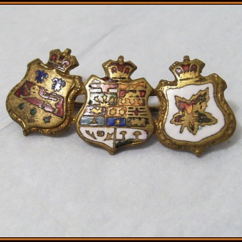 Unknown Service Pin ( Metal Badge ) -- Military