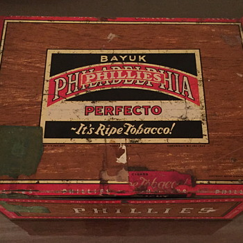 Bayuk Phillies perfecto -It's ripe tobacco tin box.