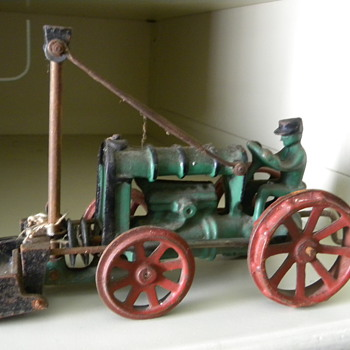 Old cast iron tractor - Toys