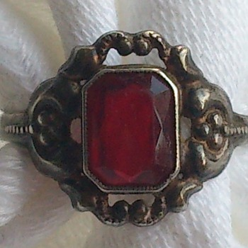 Art Nouveau/art deco style silver ring with rubyred glass or stone