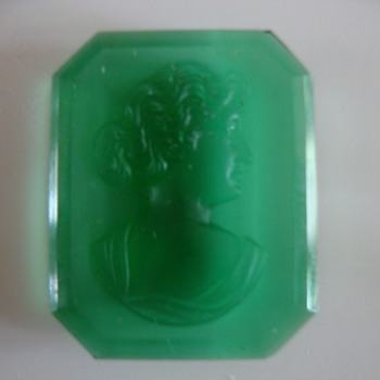 green cameo harder than glass - Fine Jewelry