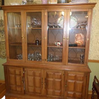 cabinet/bookshelf